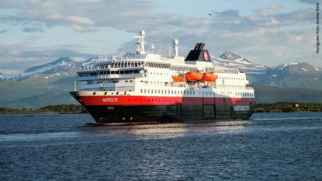 Hurtigruten Schiff MS Nordlys in Norwegen