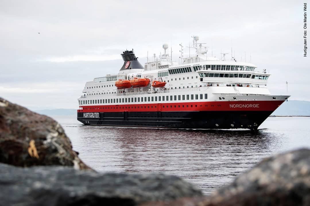 Hurtigruten Schiff MS Nordnorge im Hafen von Trondheim in Norwegen