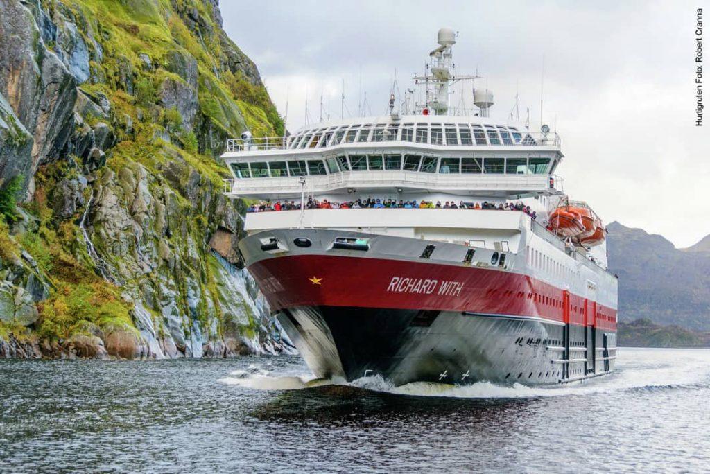 Hurtigruten Schiff MS Richard With im Trollfjord in Norwegen