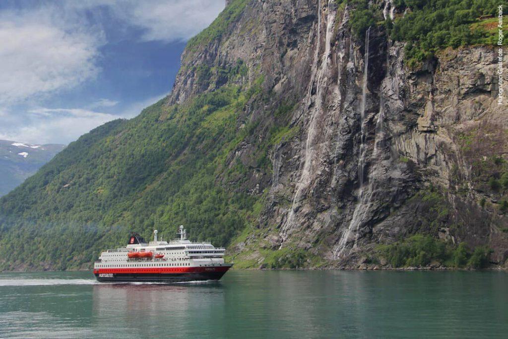 Hurtigruten beste Reisezeit Geiranger Fjord Norwegen MS Nordlys